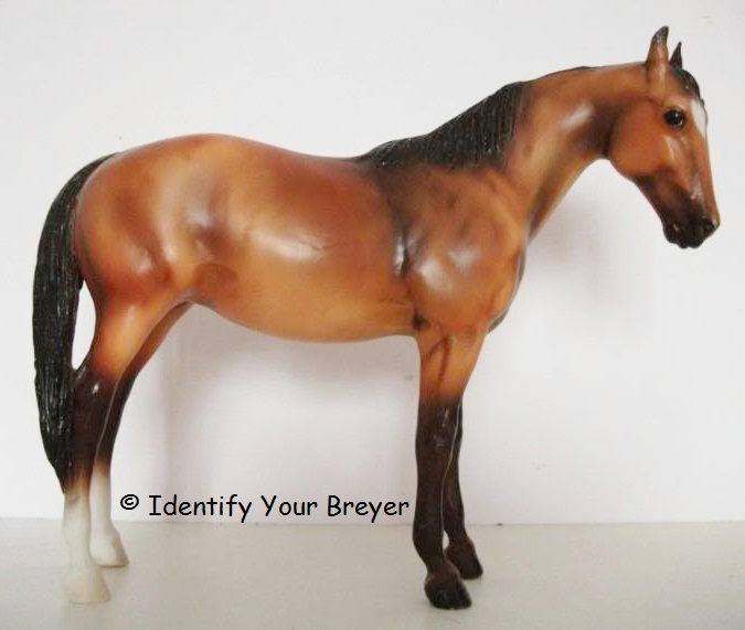 identify your breyer thoroughbred mare traditional series